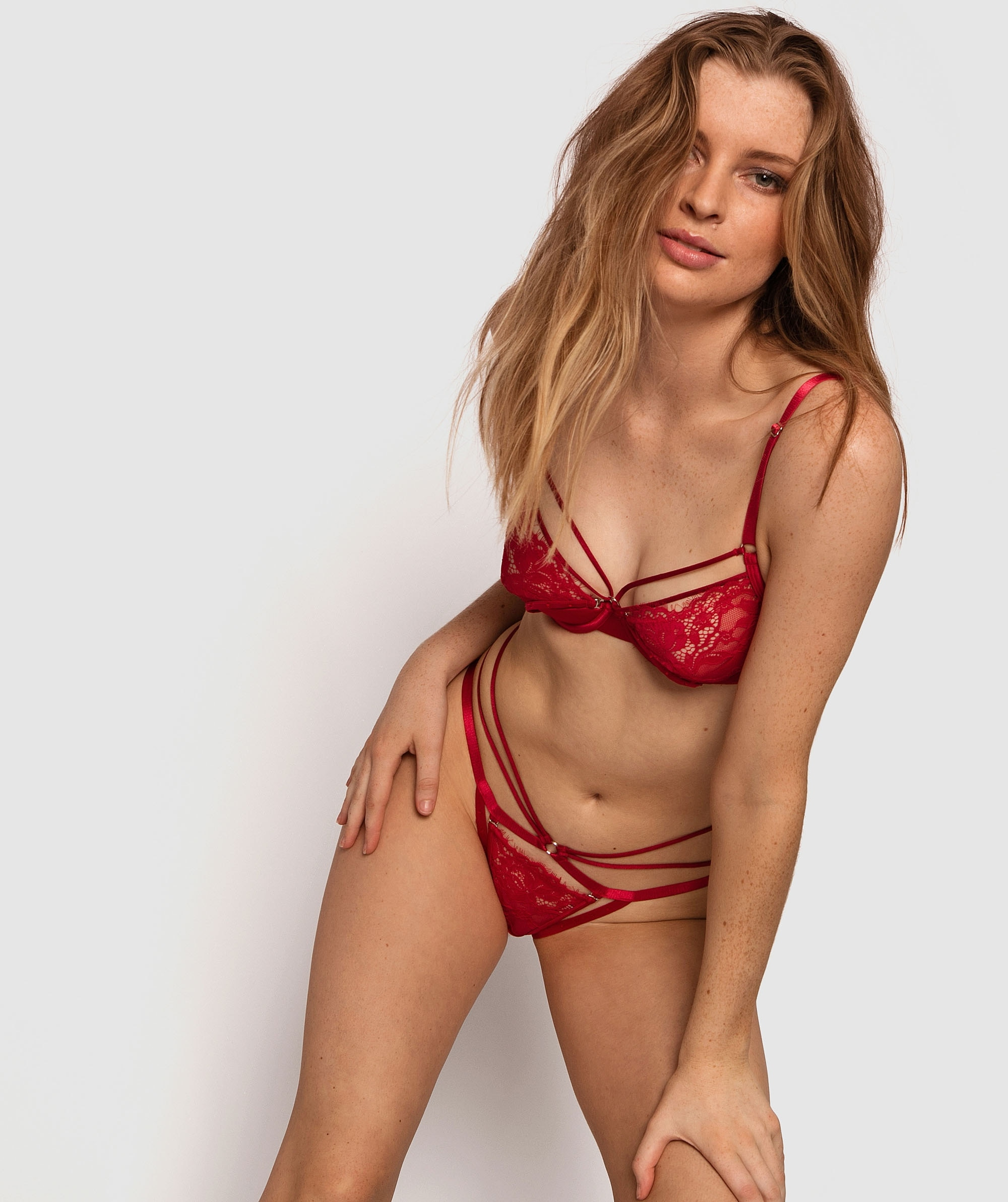 Mesmerize Ouvert Brief - Red