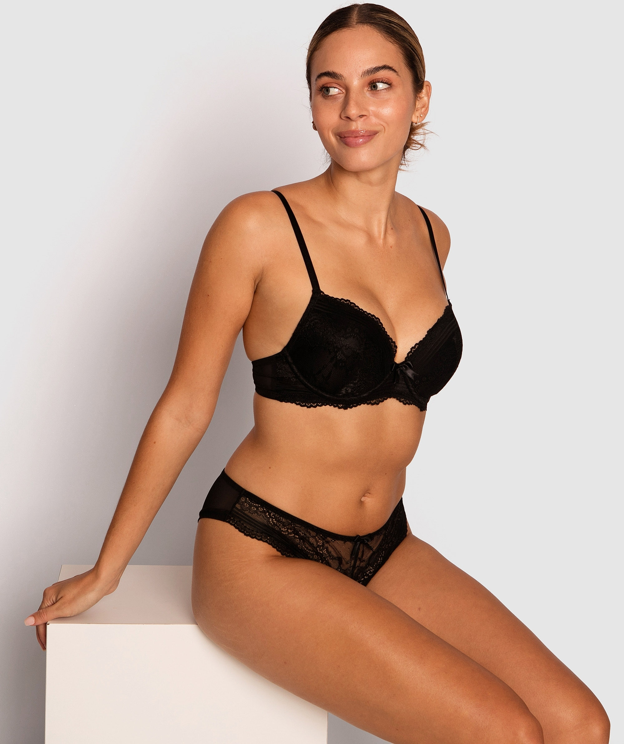 Olivia Plunge Contour Bra - Black