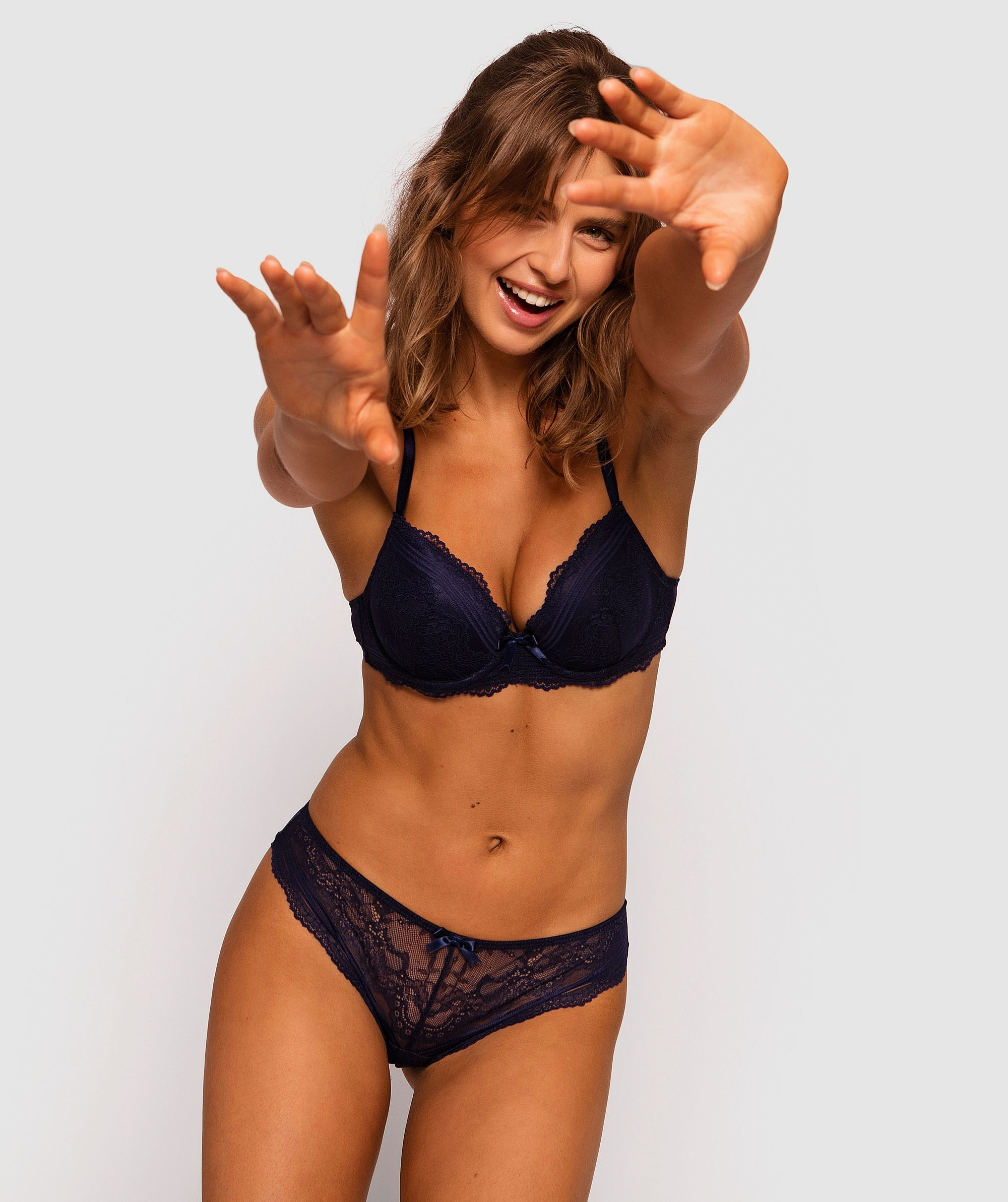 Olivia Plunge Contour Bra - Navy