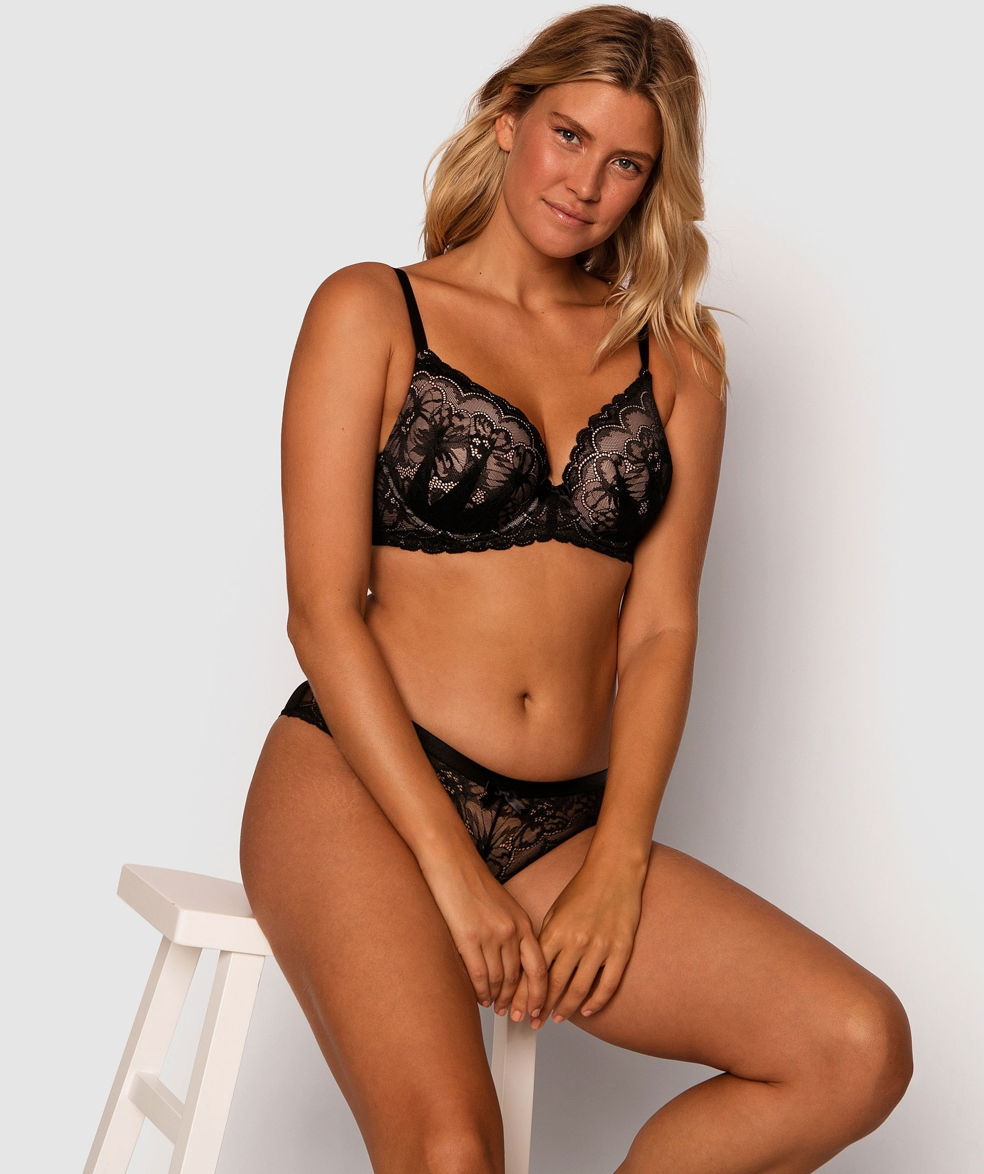 Posie Lace Full Cup Bra - Black